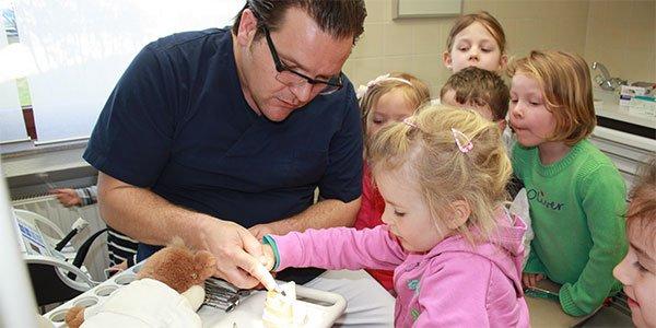 Zahnarztbesuch der Kindergartenkinder aus Bad Bodendorf