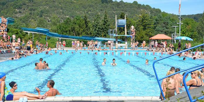 Saisonkarten für das Schwimmbad als Weihnachtsschäppchen