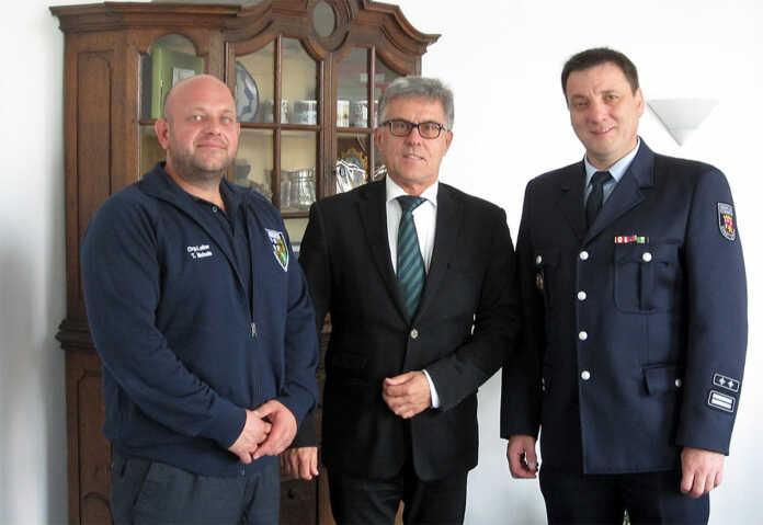 Bürgermeister Wolfgang Kroeger dankt Feuerwehr Sinzig und DRK