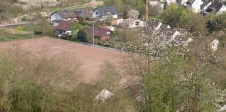 Kunstrasenplätze Westum und Oberwinter vorne