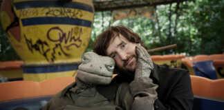 Michael Hatzius gastiert mit seiner Echse in Remagen