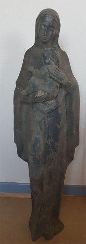 """Heilige Mutter Gottes mit Kind"""" zeigt. Diese Figur konnte bislang keinem Tatort und somit keiner Kirche zugeordnet werden"""