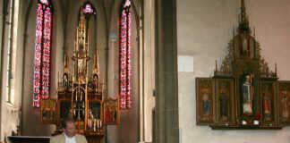 Sinziger Denkmalfreunde ließen sich von Stephan Pauly in Rheinbrohl, Landkern und Münstermaifeld die Baukunst des Vincenz Statz erläutern