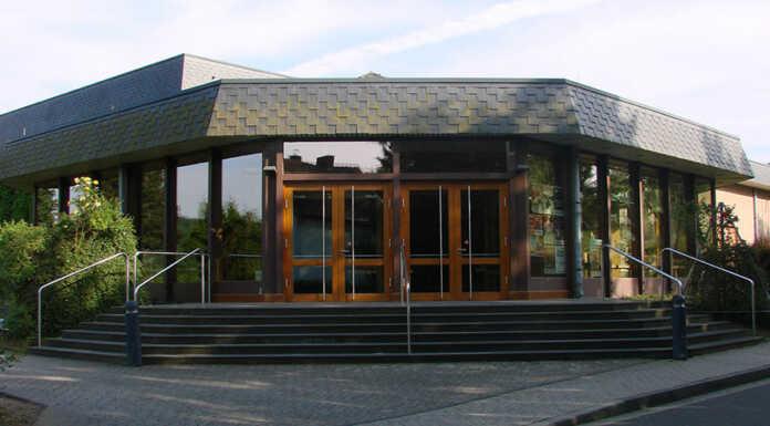 Richard Rogler eröffnet die Kabarettreihe 2017/2018 in der Rheinhalle
