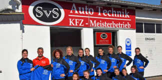 SvS Auto Technik sponsert Trainingsjacken für BLUE VELVET