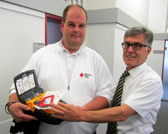 Stadt Sinzig installiert Defibrillator