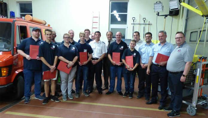 Feierliche Übergabe eines Rollcontainers und Beförderungen bei der Freiwilligen Feuerwehr Brohl