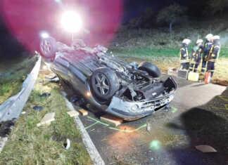 Unfall mit eingeklemmter Person in Löhndorf