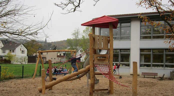 Neue Spielgeräte in der Grundschule Bad Bodendorf
