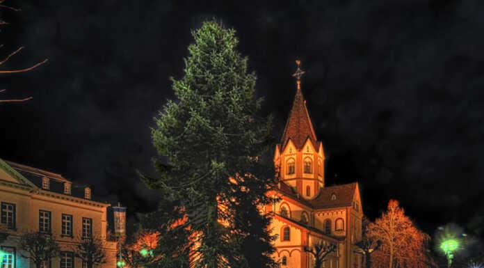 Weihnachtsbaum in Sinzig aufgestellt