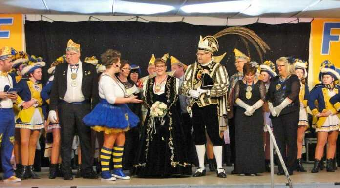 Met däm Publikum Feiere un Danze em Karneval