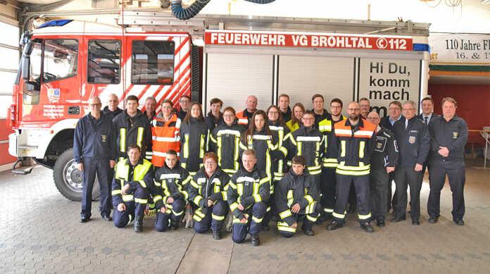 Lehrgang für Feuerwehranwärter erfolgreich Bestanden