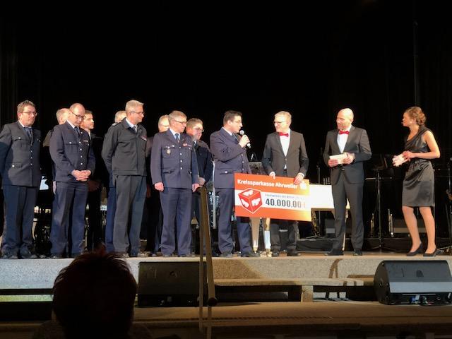 Kreissparkasse Ahrweiler unterstützt die Feuerwehren im Kreis AW