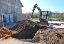 Bauarbeiter in einer Baugrube verschüttet