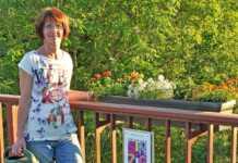 Bürgerforum pflanzt Blumenschmuck auf der Ahrbrücke