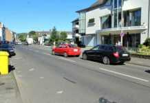 Eine leicht verletzte Person und hoher Schaden bei Verkehrsunfall