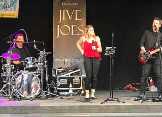 Jive-Joes begeistern auf einem sehr lebendigen Marktplatz