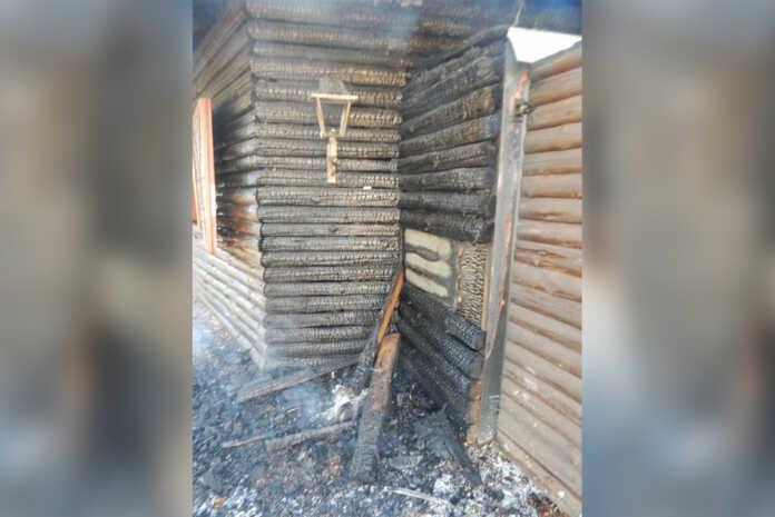 Hoher Schaden bei Brand einer Grillhütte