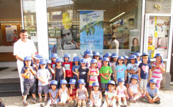 St. Hubertus Apotheke sponsert Sonnenkappen für die KiTa Goethe Knirpse