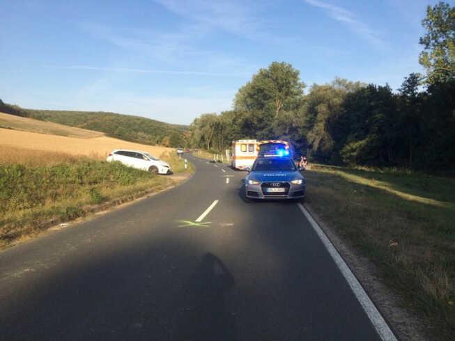 Zusammenstoß zwischen PKW und Motorrad - Fahrer schwerverletzt