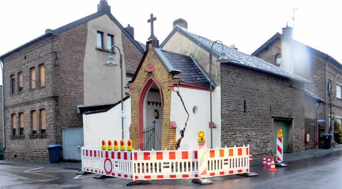 Kapelle bei Verkehrsunfall schwer beschädigt