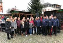 Showtanzgruppe der KG Närrischen Buben verkaufte selbstgebackene Plätzchen