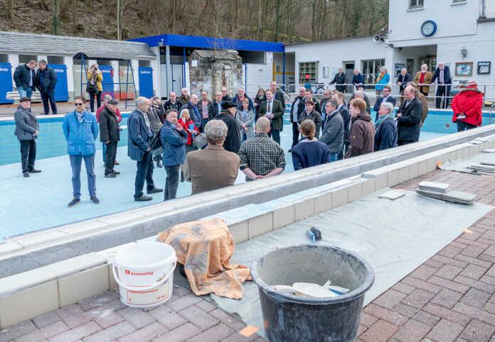 Stadtrat überzeugte sich vom Zustand des Thermalbad Bad Bodendorf