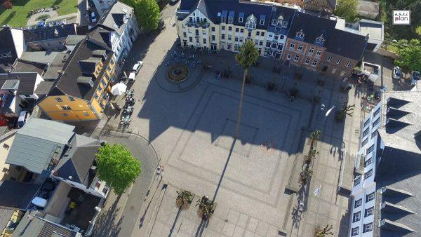 Jusseps Jonge stellen Maibaum auf @ Kirchplatz Sinzig   Sinzig   Rheinland-Pfalz   Deutschland