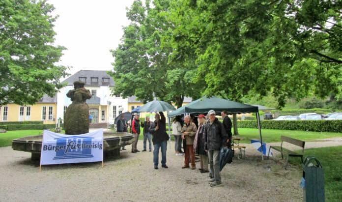 """""""Bürger für Breisig"""" sammelten trotz Starkregens viele Unterschriften"""
