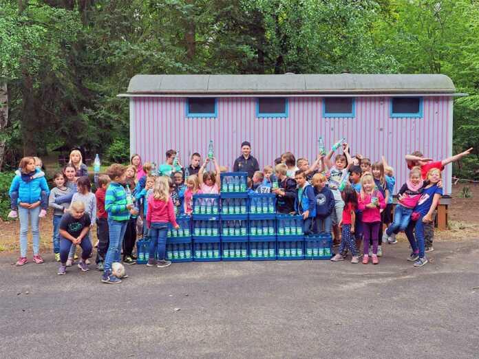 Sinziger Mineralbrunnen spendet Mineralwasser für Kinder auf der Harterscheid