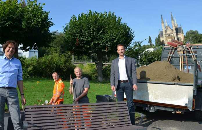 Neue Bänke und Abfallbehälter für die Remagener Rheinpromenade