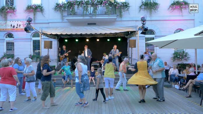 Sam Cheanz and The Blue Denims bei Lebendiger Marktplatz