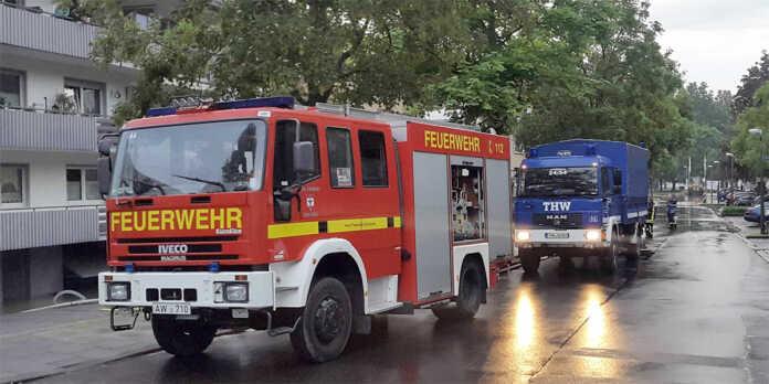 Feuerwehr und THW
