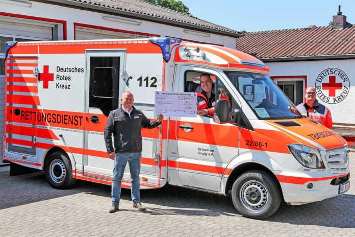 Firma nowiBau spendet für Notfall-Beatmungsgerät der Sinziger Rotkreuzler