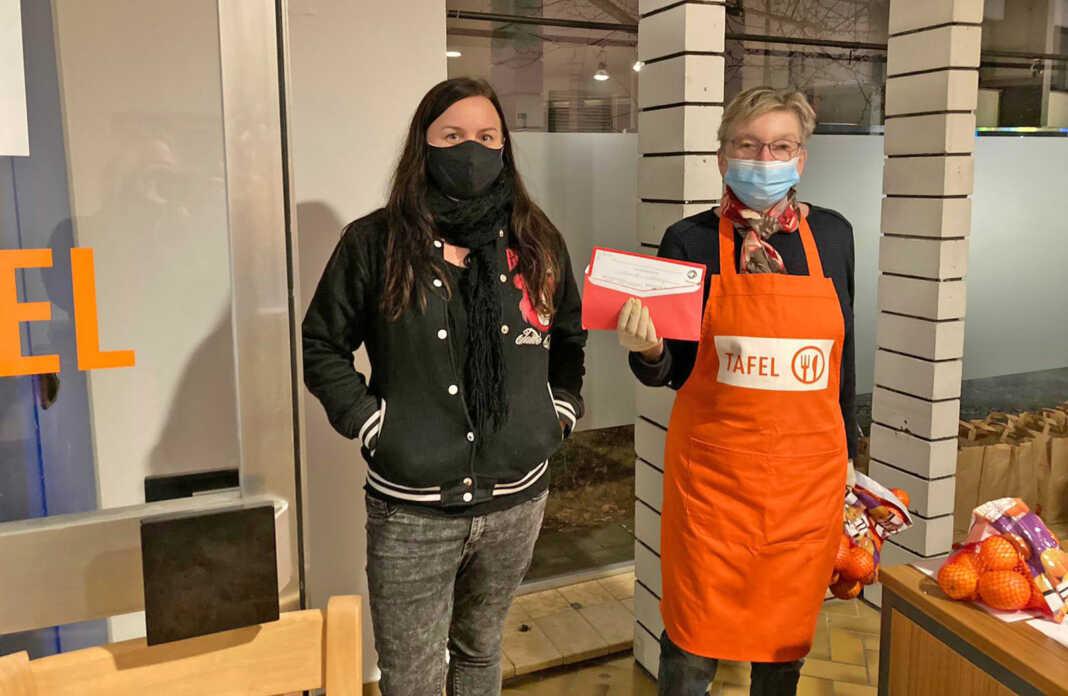 Anna Küffner und Inge Fleischmann organisierten die weihnachtliche Lebensmittelspende an die Tafel