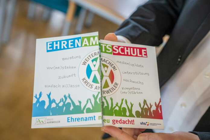 Flyer zur Ehrenamtsschule