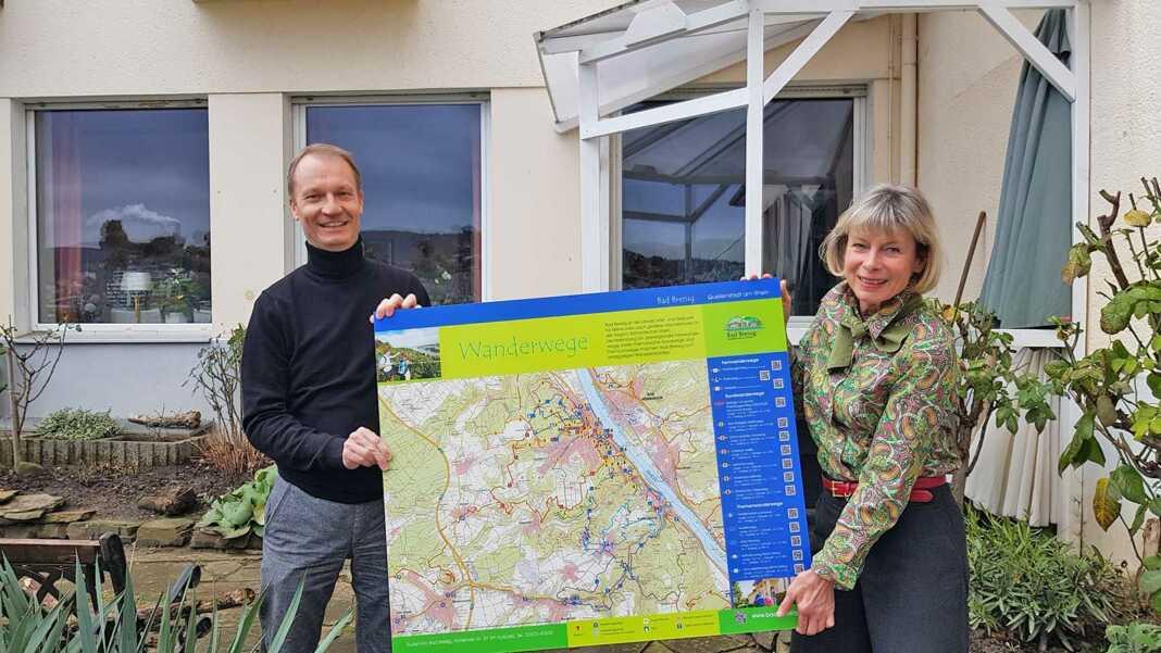 Neue Wandertafeln für wanderfreundliche Betriebe in Bad Breisig