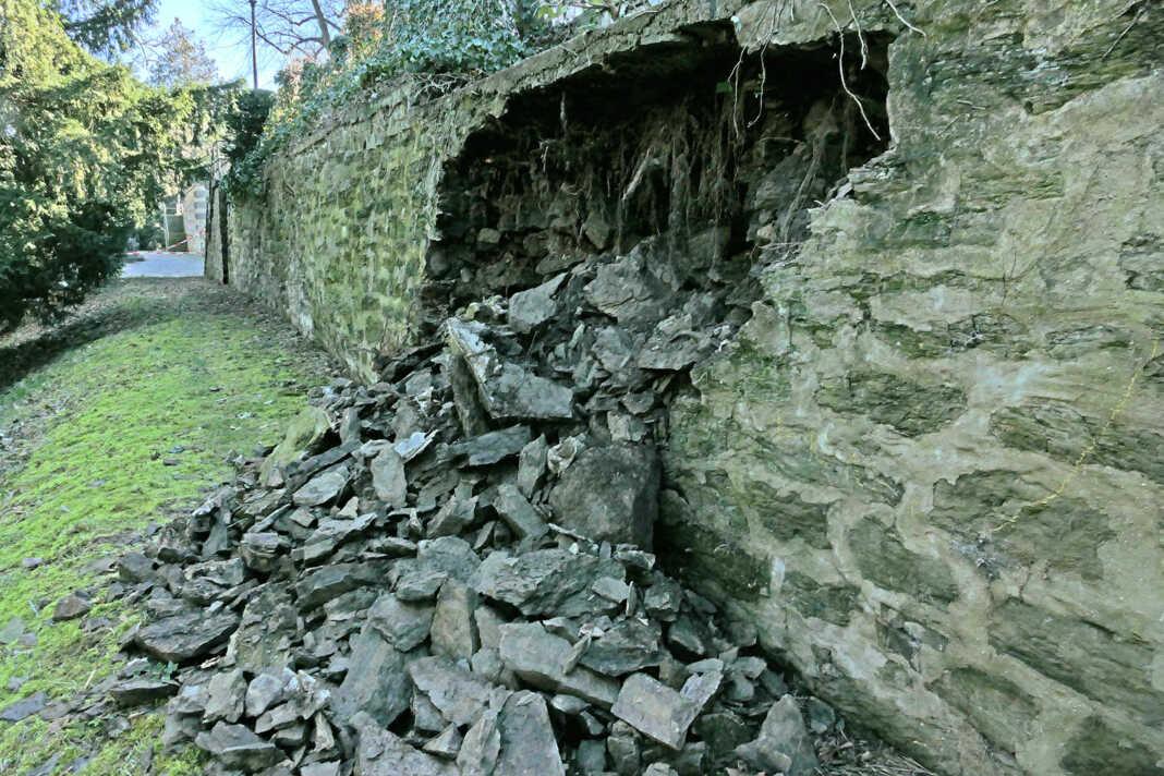 Loch in der Mauer