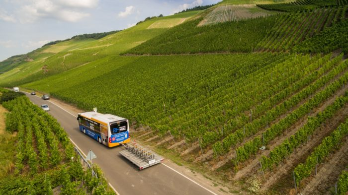 Bus mit Fahrradanhänger