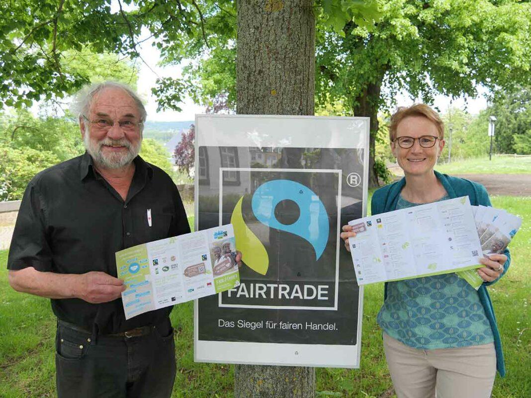 """Renate Adams und Ingo Binnewerg mit dem neuen """"Fair-Führer"""""""