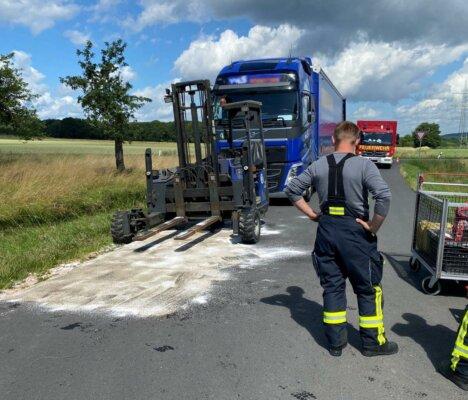 Ausgelaufenes Hydrauliköl wurde durch die Feuerwehr abgestreut und der Bereich gereinigt