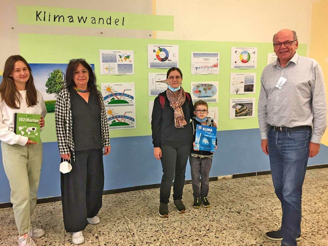 Anna Marschke, Petra Klein und Vanessa Schulz mit Sohn wurden von Hardy Rehmann (ganz rechts)