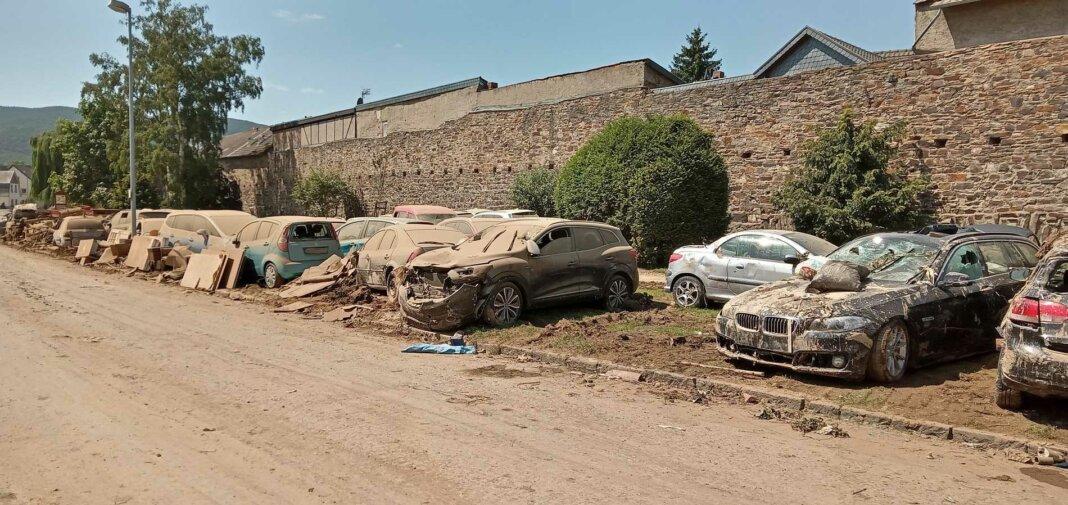 Überflutete Autos