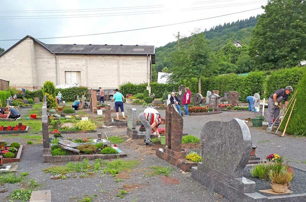 Arbeitseinsatz auf dem Friedhof Westum