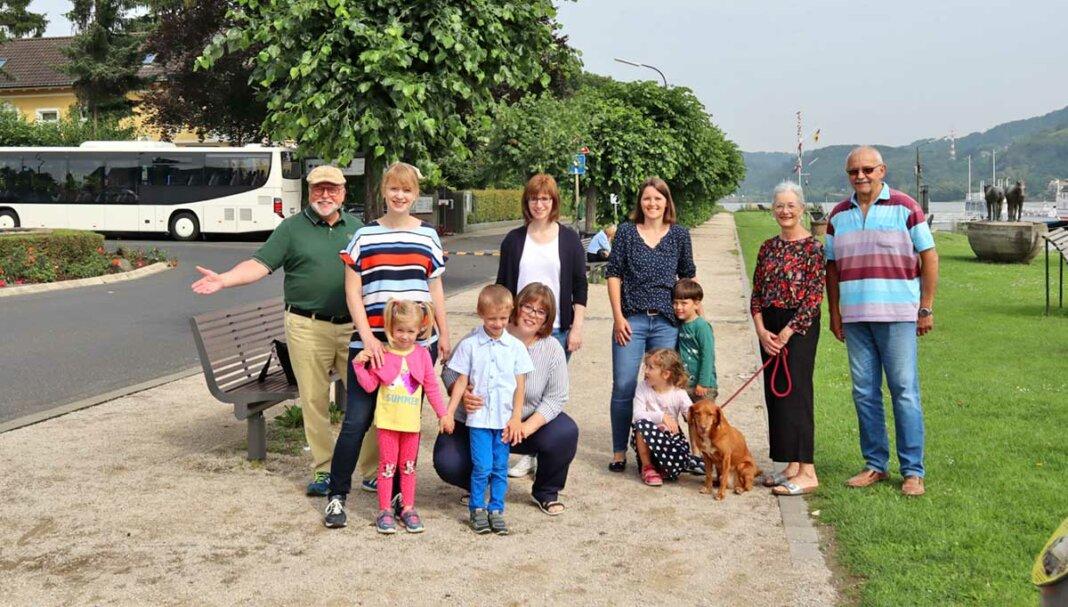 Mitglieder der FBL Kripp am Kripper Rheinufer