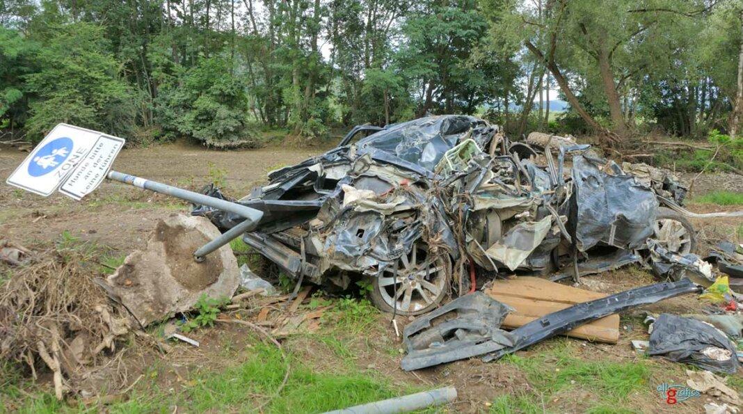 Zertrümmertes Auto