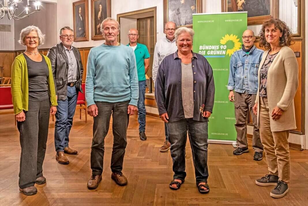 Der neue Vorstand von Bündnis 90/Die Grünen Ortsverband Sinzig, v.l.n.r.: Ruth Pütz, Ralf Urban, Klaus Hahn, Alois Frische, Hardy Rahmann, Claudia Thelen, José-Luis Wagner und Jasmin Sani